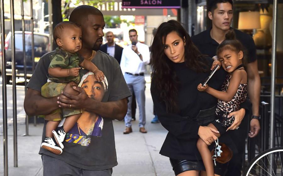 Kim Kardashian Bimbang Bawa Anak-Anak Bertemu Kanye West