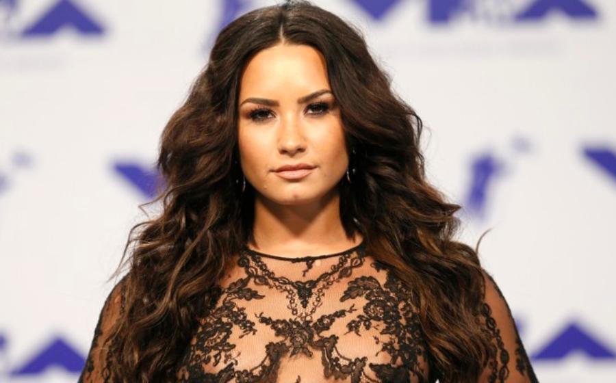 Masuk Pusat Pemulihan, Demi Lovato Batal Konsert Jelajah Dunia