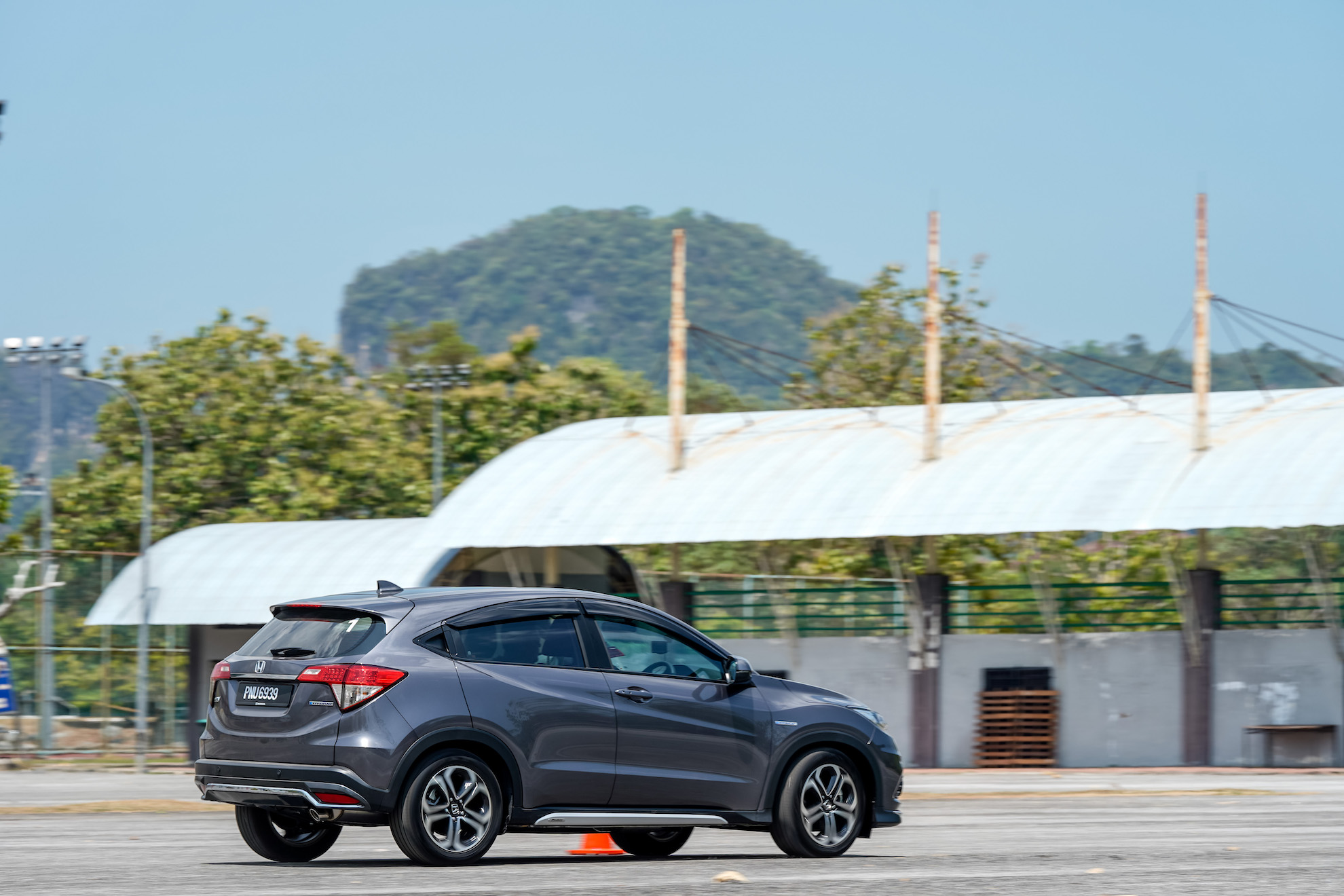 Honda Hr V Hybrid Preview Boosted By Electricity Worth The Extra