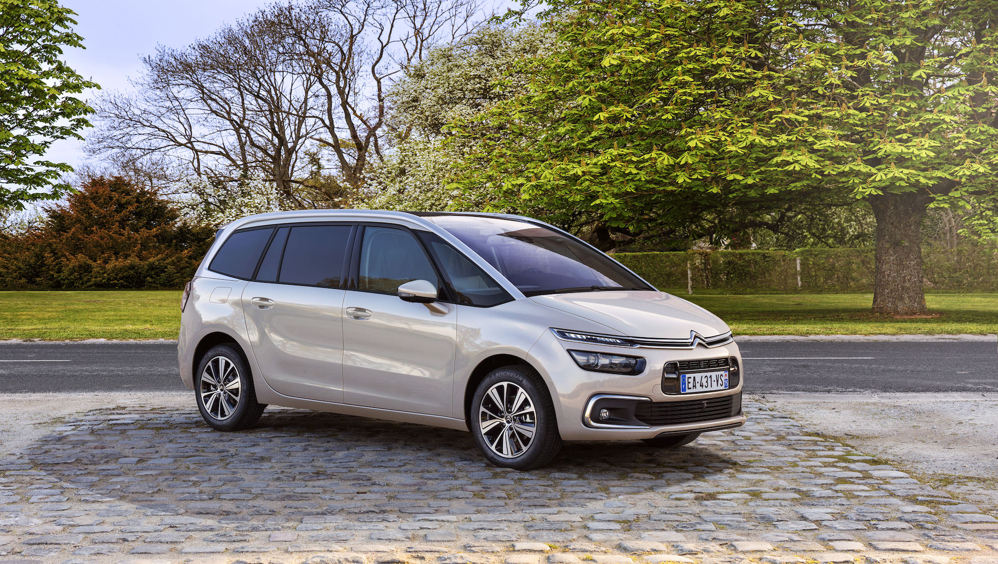 the citroen grand c4 spacetourer is proof that mpvs need not look boring