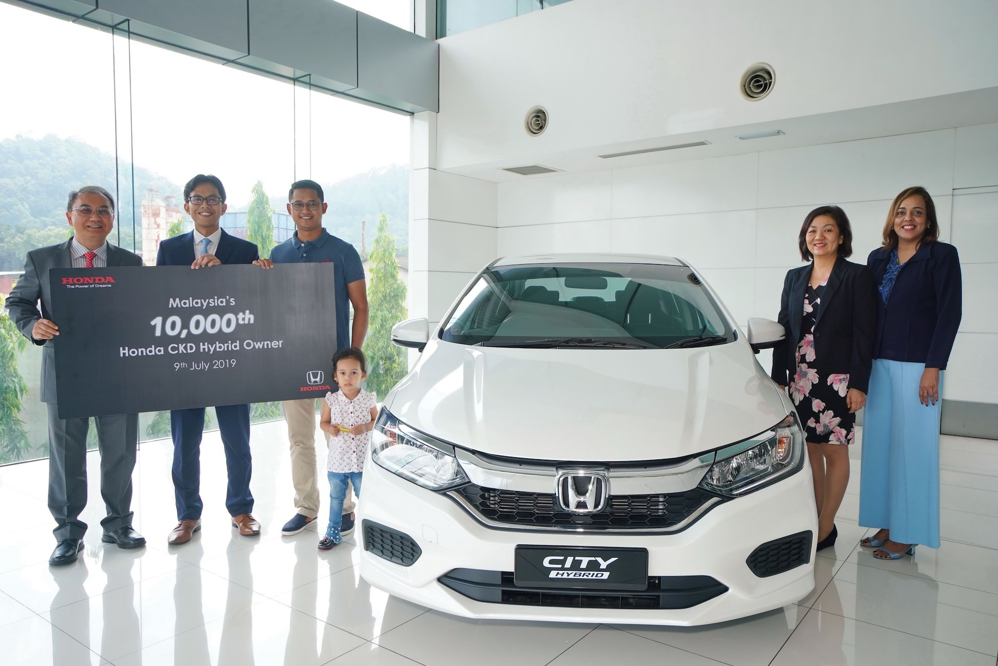honda malaysia sells 10 000th ckd hybrid celebrates with man and daughter