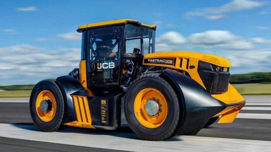 jcb and williams take the farm with a 167kph tractor