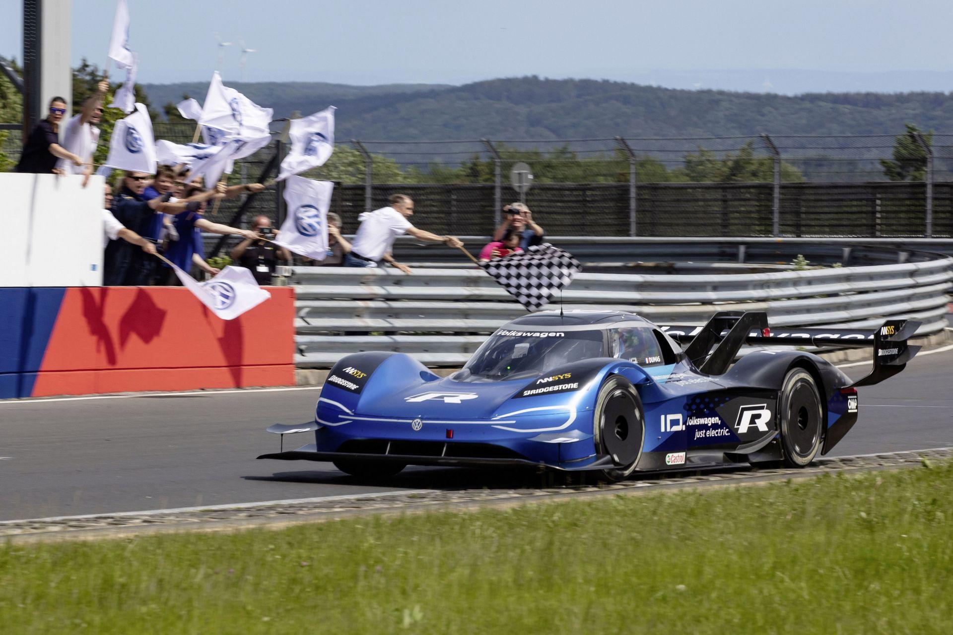 volkswagen id r decimates the nurburgring s electric car record