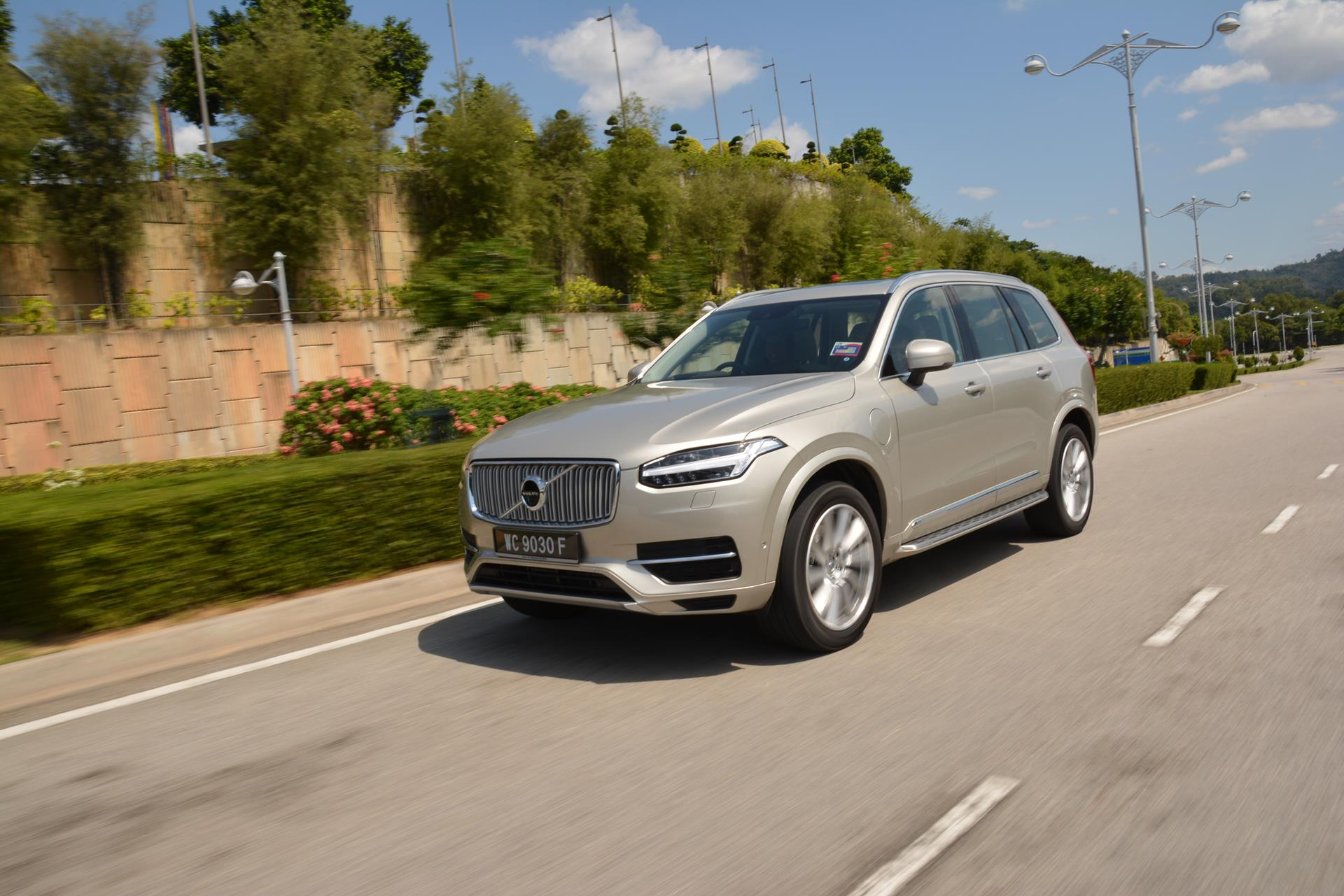 every volvo sold from 2020 onwards will only top out at 180kph