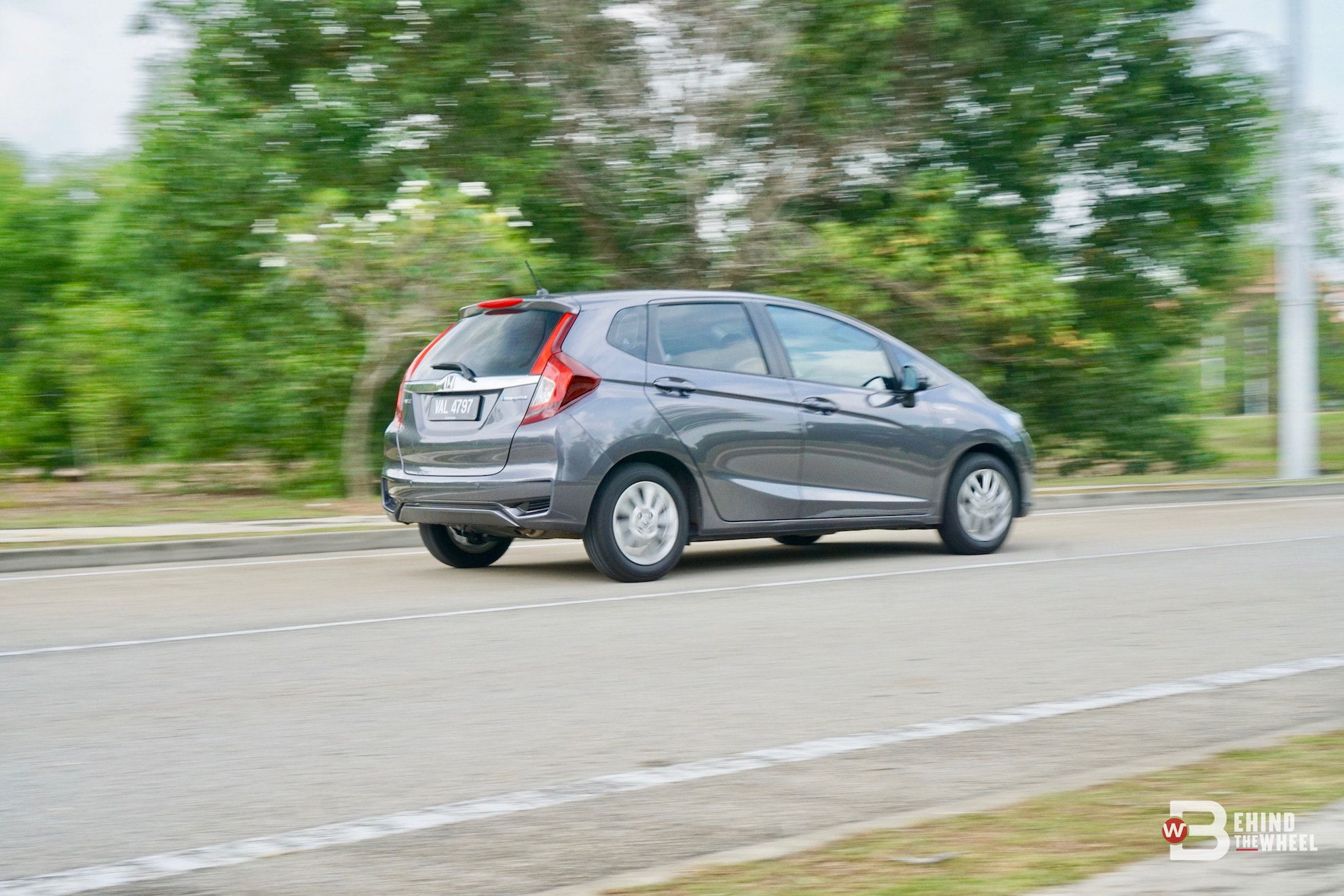 Honda Jazz Hybrid Review Charged Up For A Better Economy Reviews