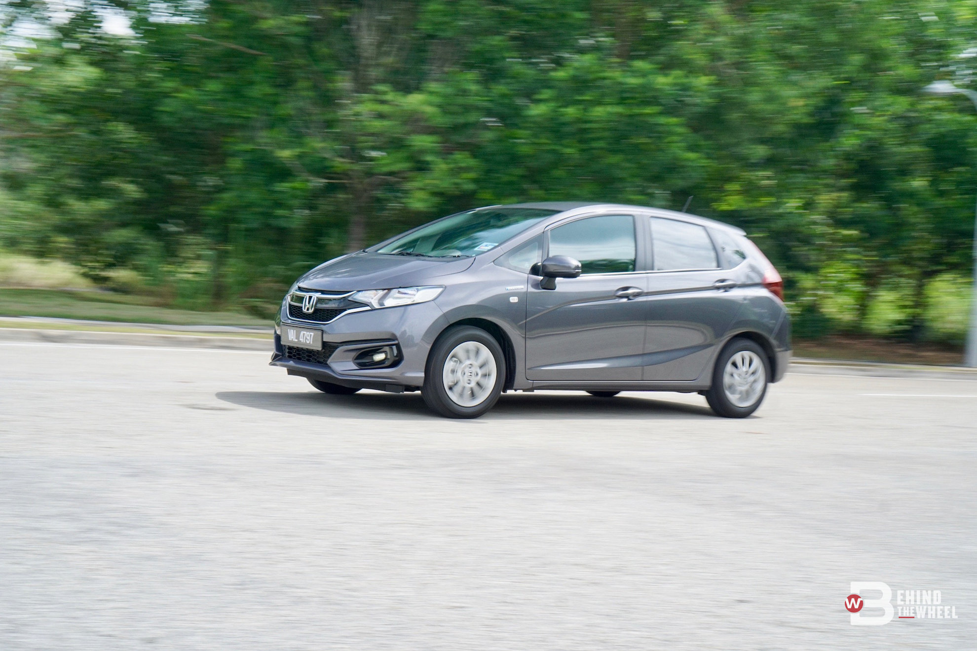 honda jazz hybrid review charged up for a better economy
