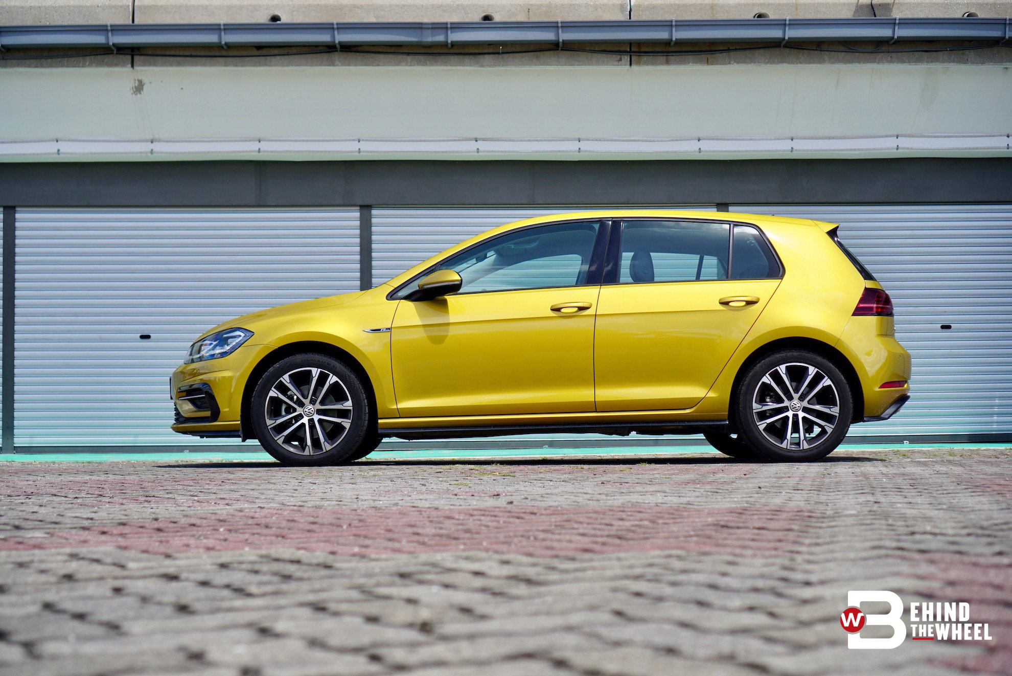 volkswagen golf r line tsi review doesn t glitter but it s definitely gold