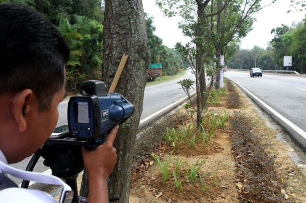 Uh Oh! JPJ To Use Speed Cams To Catch Drivers Who Use Their Phones While Driving