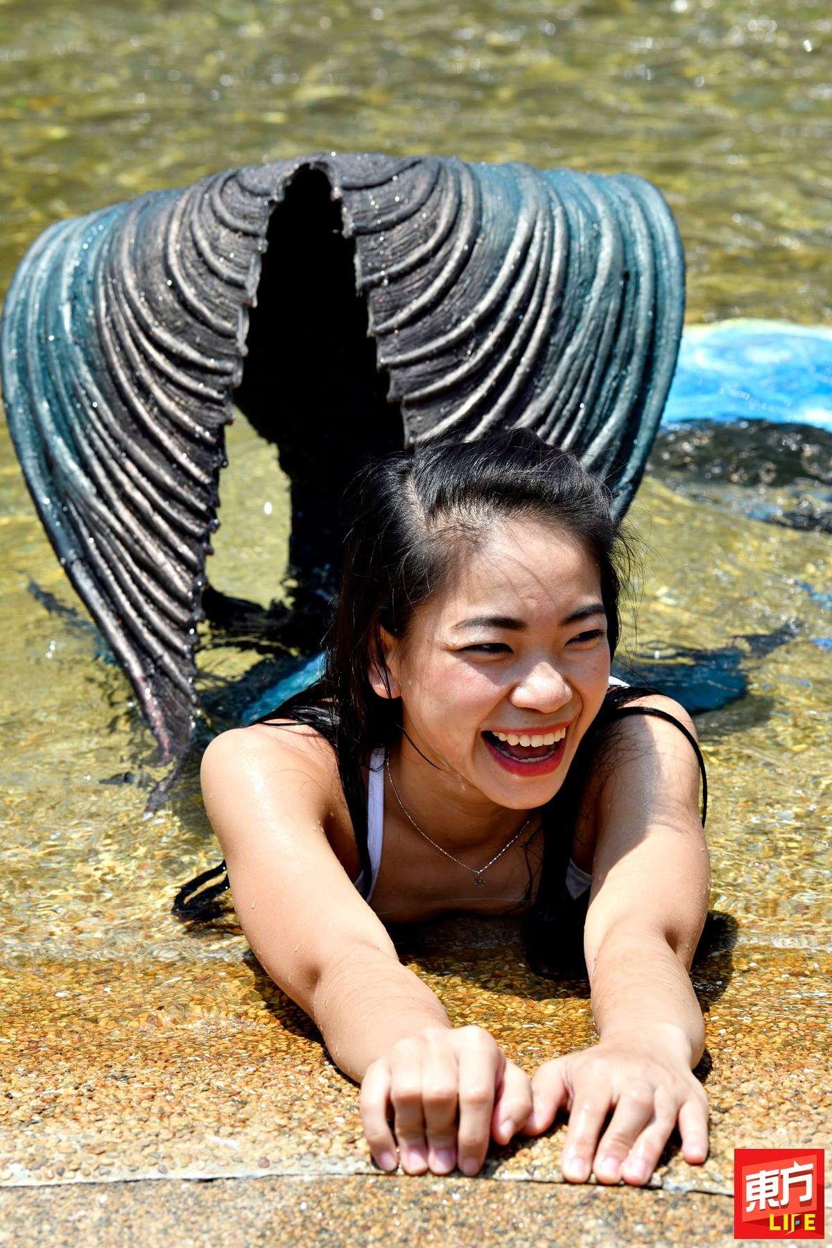 Ser Ling has always wanted to become a mermaid.