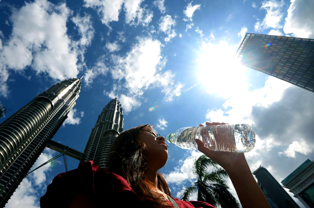 Feeling Extra Hot These Days? Met Dept Says The Scorching Hot Weather Will Last For Another Month