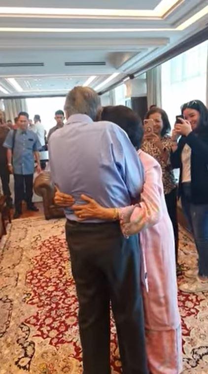 Give your wife a hug, Tun!