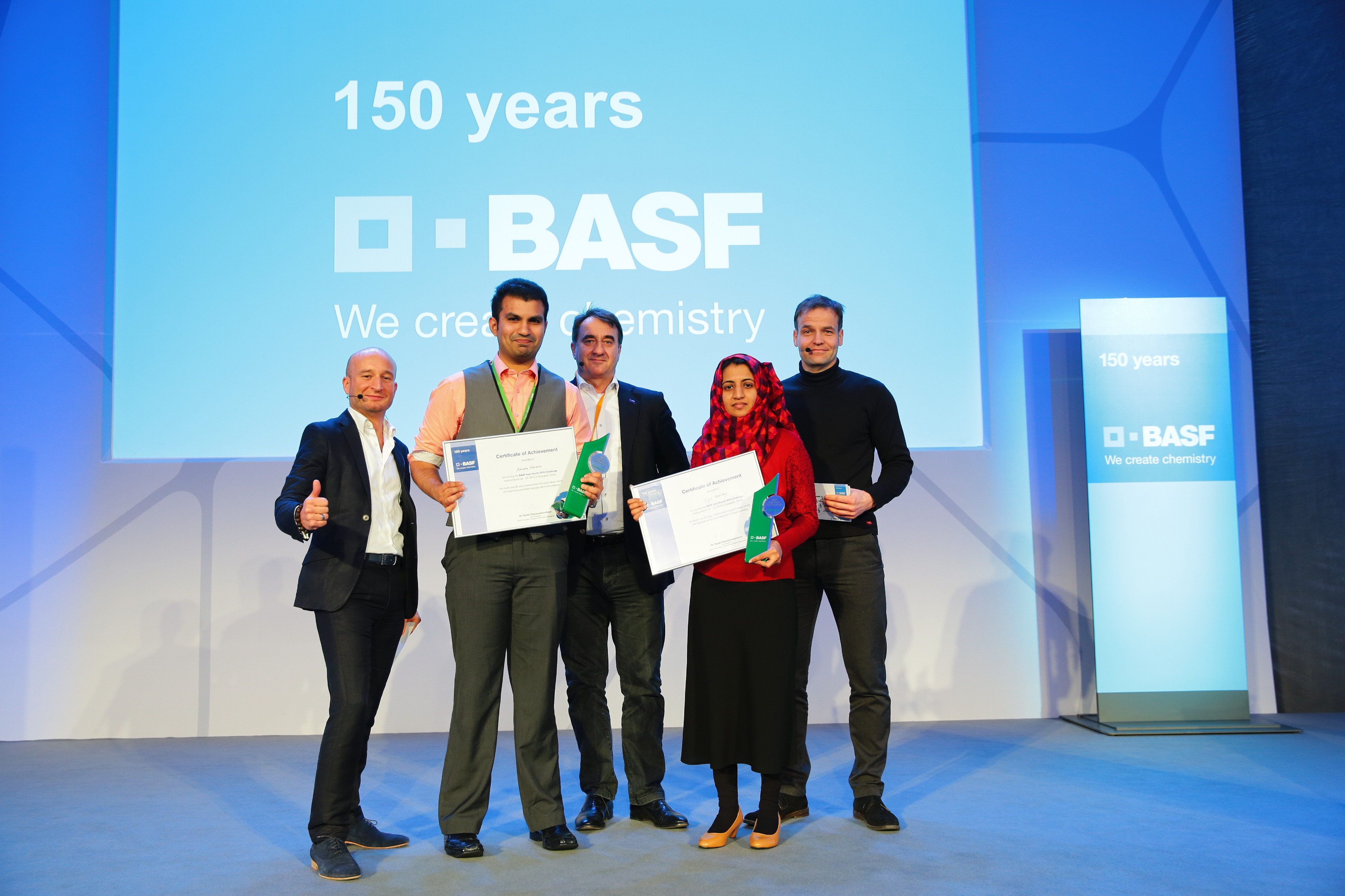 Ashiwin winning the the BASF Asia Pacific PhD Challenge.