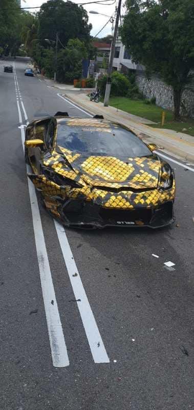The sad state of the Lamborghini.