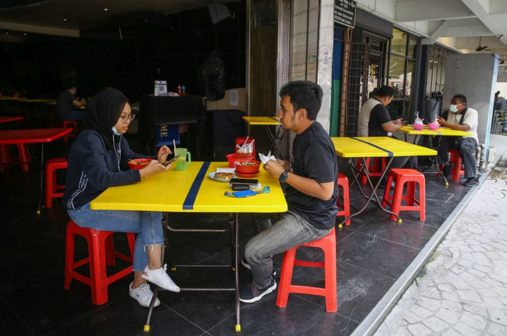 Phase 1: Dine-Ins And Non-Contact Sports Now Allowed For Fully Vaccinated Malaysians
