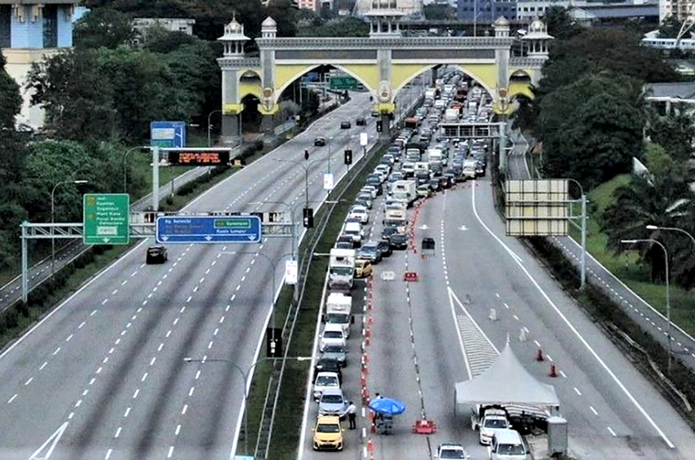 PDRM: Many Malaysian Motorists Using 'Lame' Excuses To Cross State Borders