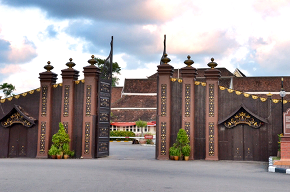 Move Aside, Bkt Jalil Stadium! The Istana Balai Besar Is Now The Most Insta-Worthy COVID-19 PPV