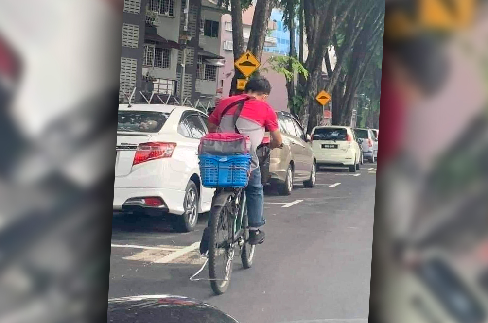 Viral Photo Of Foodpanda Rider Using A Bicycle To Deliver His Orders Is What Hard Work Looks Like