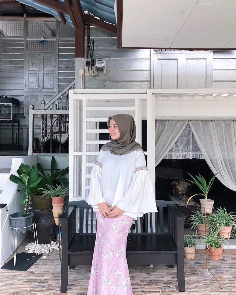 Your rumah papan can be a good background.