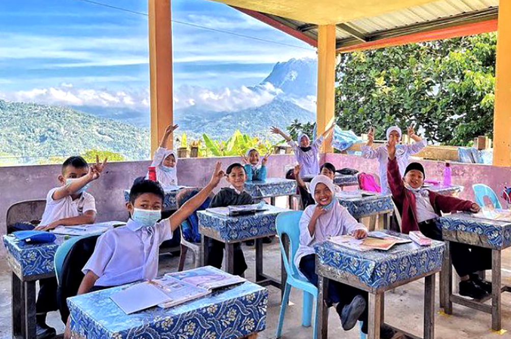 This Classroom In Sabah School Has Probably The Best View Ever And We're So Jealous!