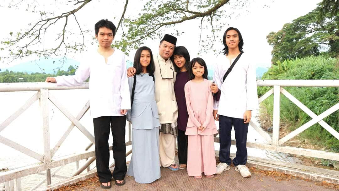 Ellina and her lovely family.