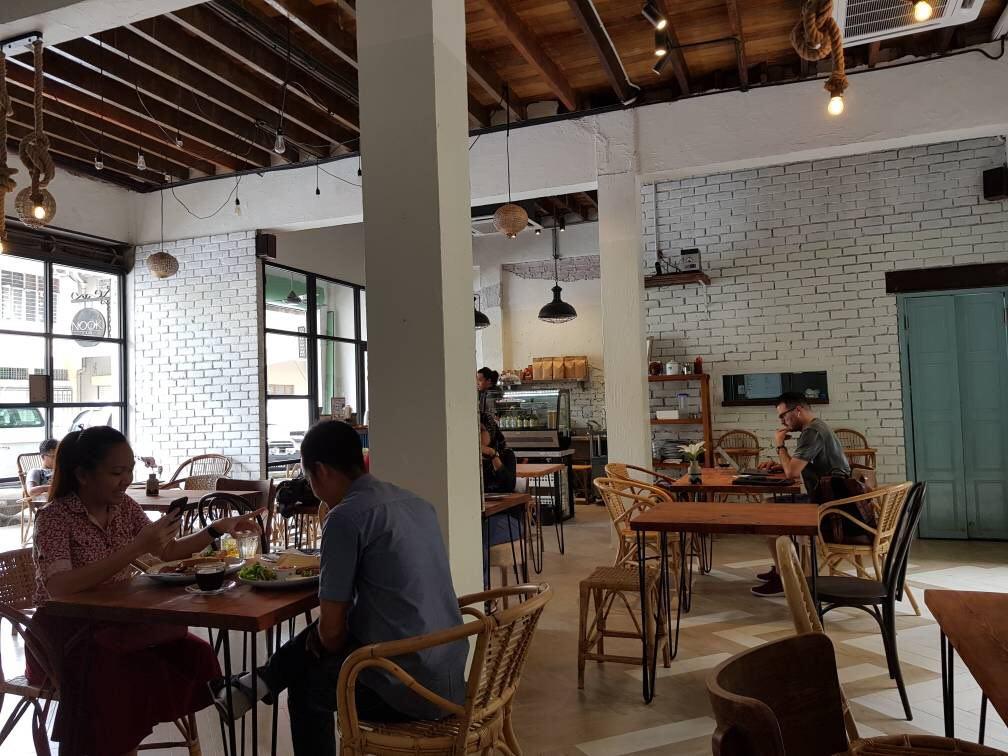 Suasana santai Nook Cafe.
