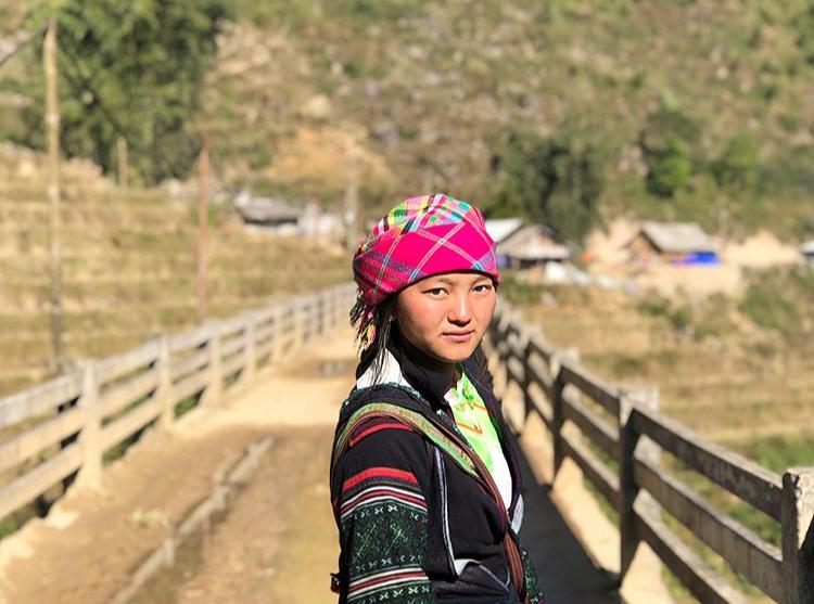 Wajah polos wanita etnik Hmong.