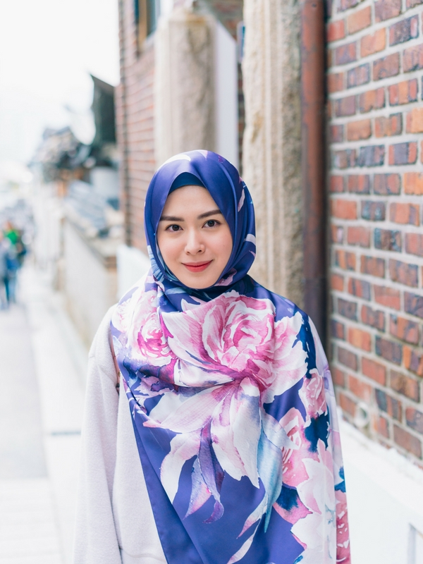 Ayana Moon, muslimah cantik berasal dar Korea.