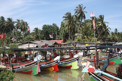 Kampung tepi sungai, Tumpat.