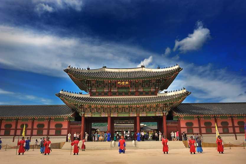 Istana indah di tengah Seoul.