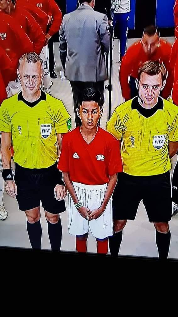Aksi Adam sebagai pembawa bola perlawanan Sepanyol menentang Rusia