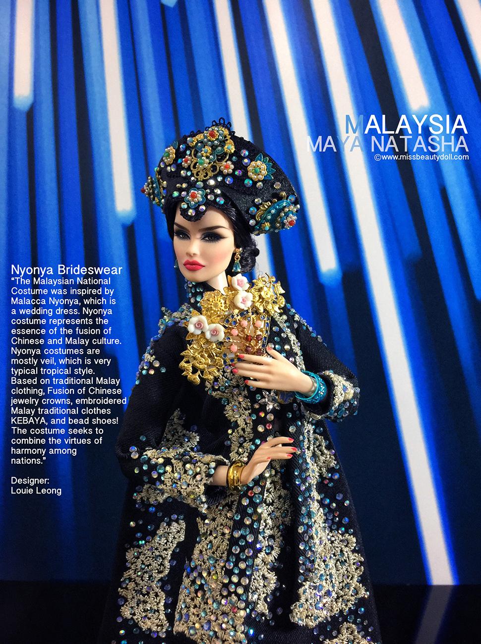 Maya Natasha dalam busana pengantin nyonya.