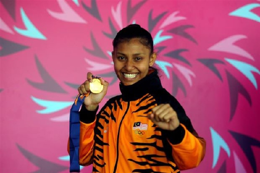Atlet karate selaku pembawa Jalur Gemilang, Syakilla Salni.