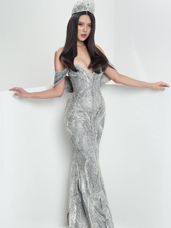 Gaun petang Jane Teoh.