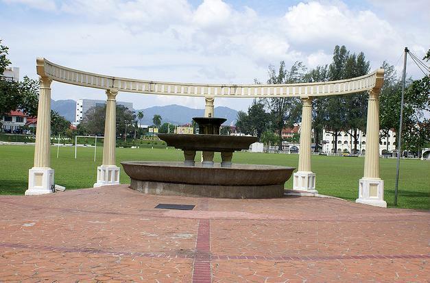 Mercu tanda Padang Ipoh