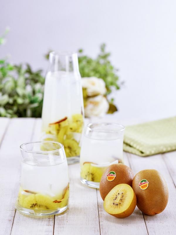 Campuran air buah-buahan.