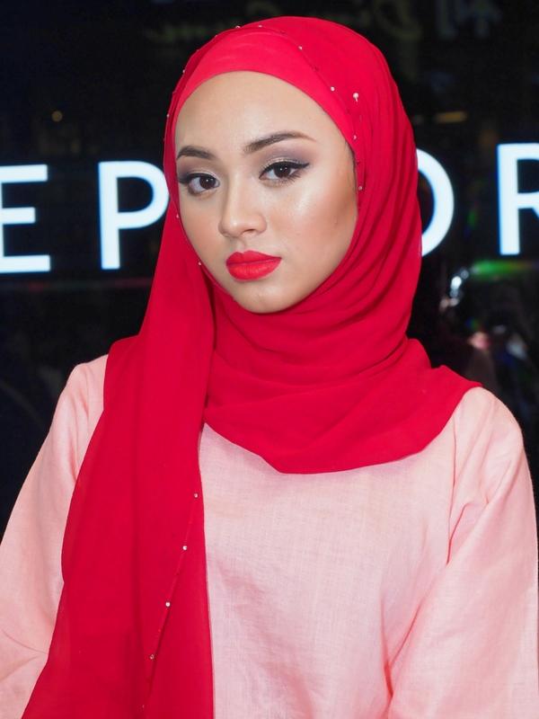Myra Zainal dalam gaya klasik.