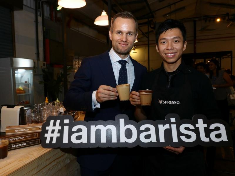 Geoffrey Dalziel dan Jason Loo menikmati secawan Barista Nespresso mereka.