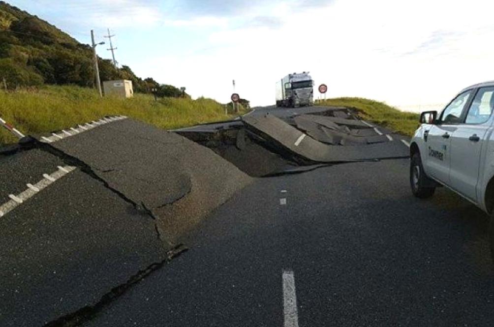 Tsunami Dan Gempa Bumi Ancam New Zealand, Dua Maut
