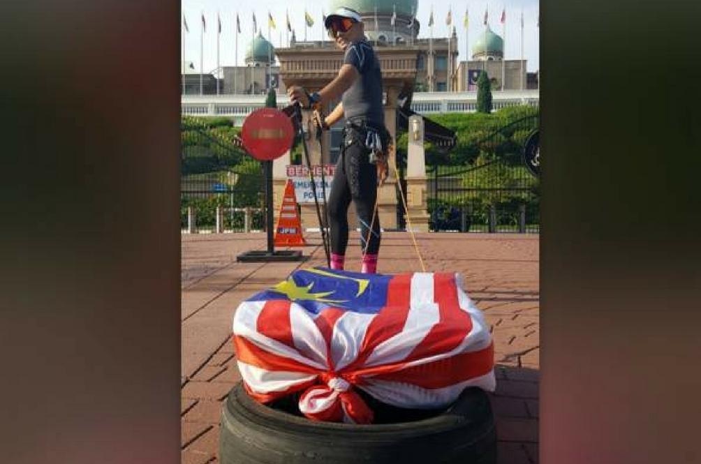 Lelaki Ini Akan Menarik Tayar Seberat 30kg Demi Malaysia