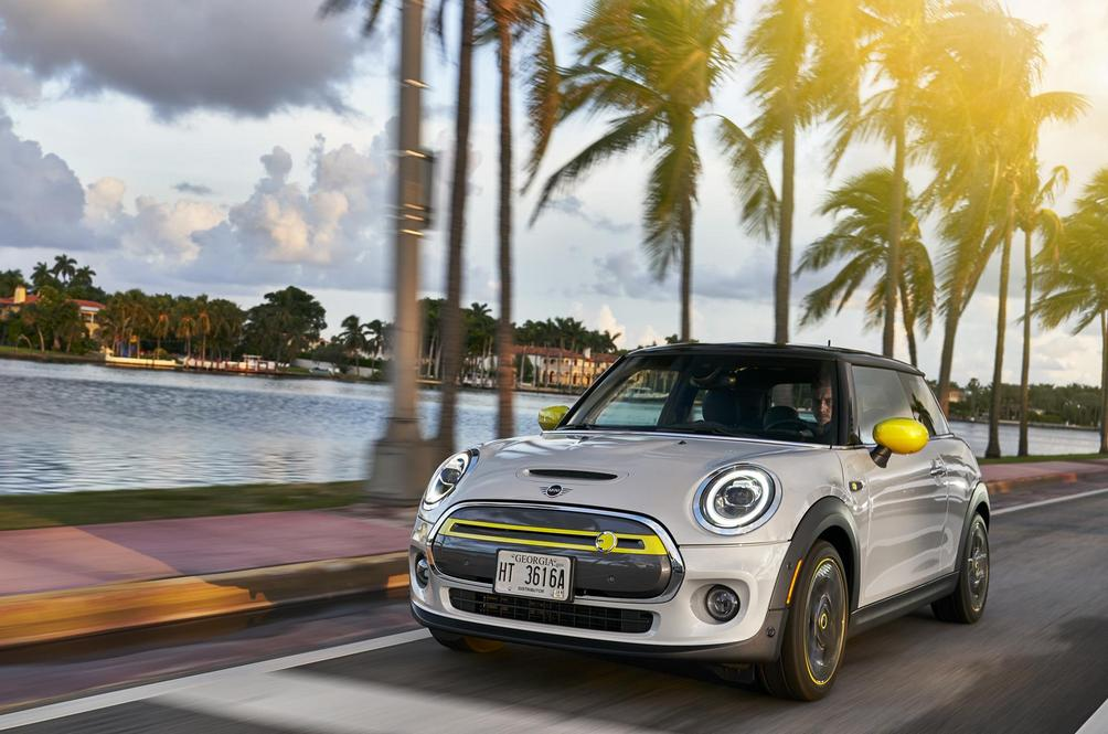 Mini Finally Delivers An Actual Electrifying Drive With The Cooper SE