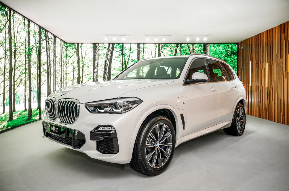 The New BMW X5 xDrive45e Can Now Travel 77km On Pure Electricity