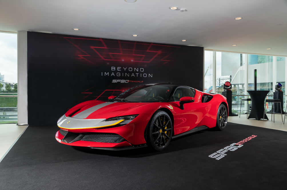 The Ferrari SF90 Stradale Is An Electrified 1,000hp Beast That'll Do 0-200kph in 6.7 Seconds