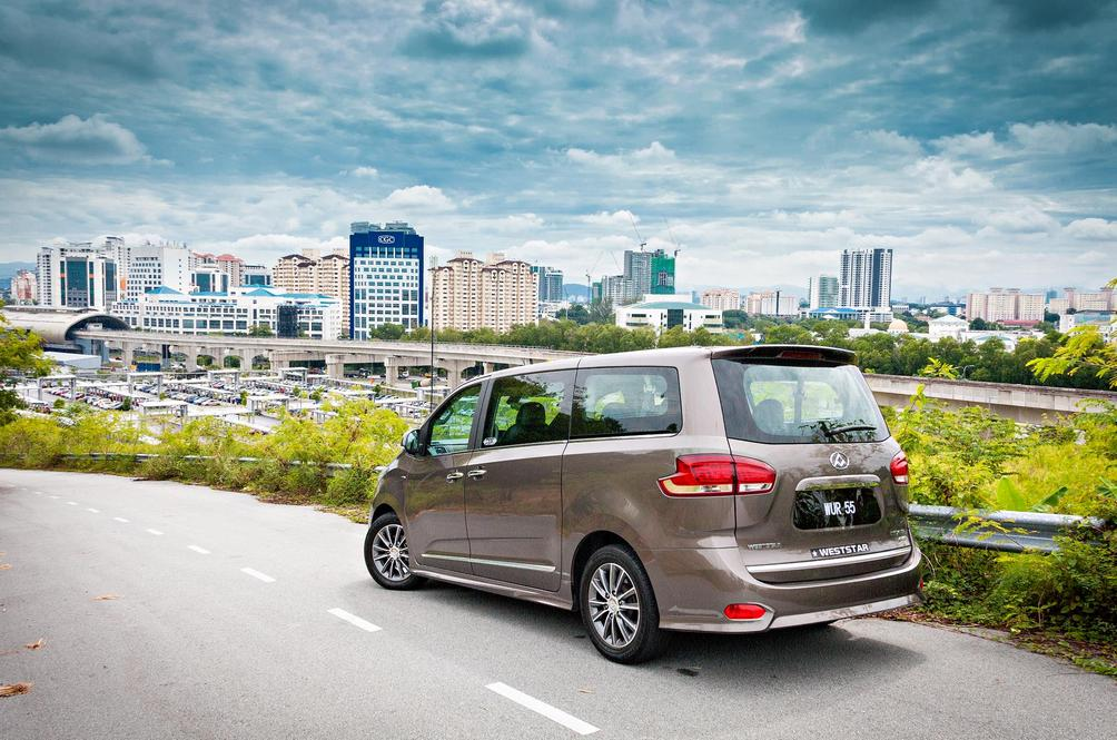 Maxus G10 SE Review: The Van That Can