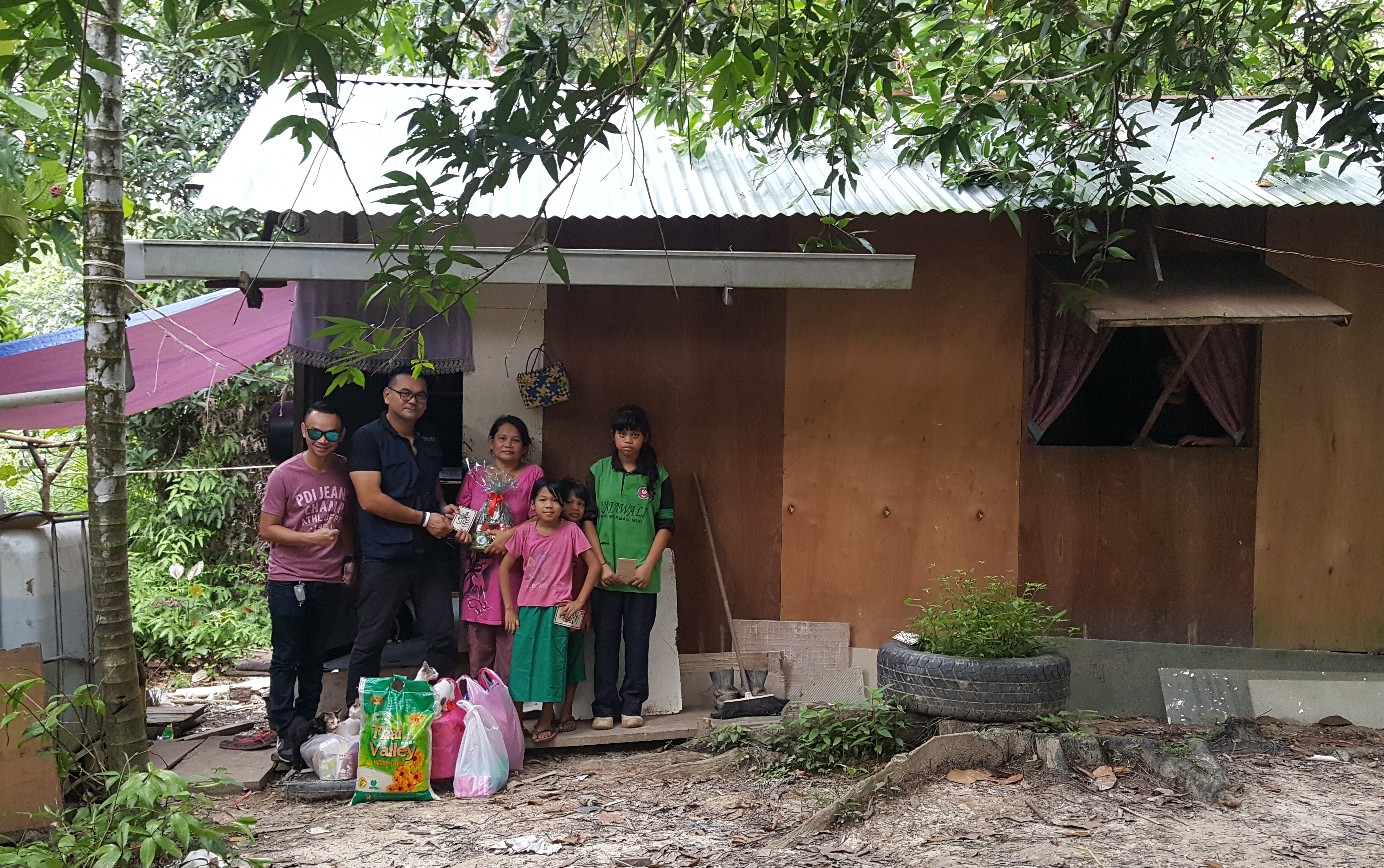 Extrameal worked with Bintulu Welfare to get the kids registered in school.
