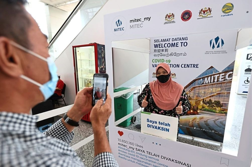This Malaysian Company Is Giving Out RM1k Bonus To Its Fully Vaccinated Staff