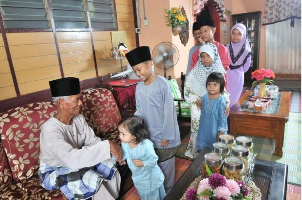 Hari Raya SOPs: No Open Houses, Limited Number Of Guests Allowed For House Visits