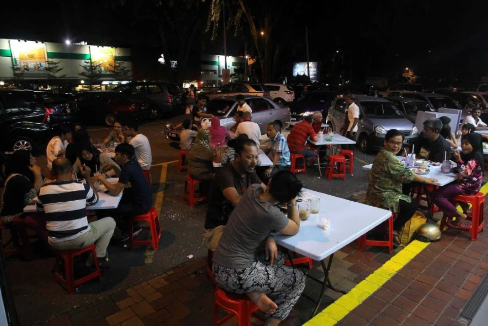 Jom Mamak! Food Outlets And Convenience Stores Can Now Stay Open Until 2am