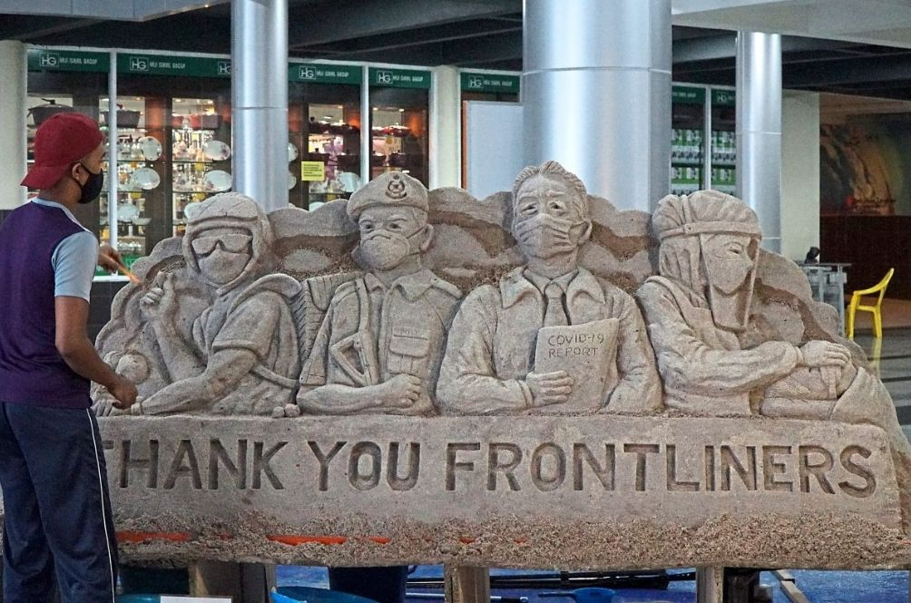 M'sian Artist Creates Unique Sand Sculpture As A Thank You To Frontliners