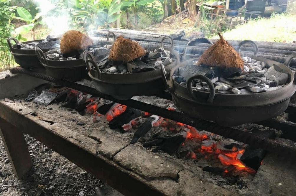 Nampak Asap Tebal Maknanya Kuih Tradisional Ini Sedang Dibakar