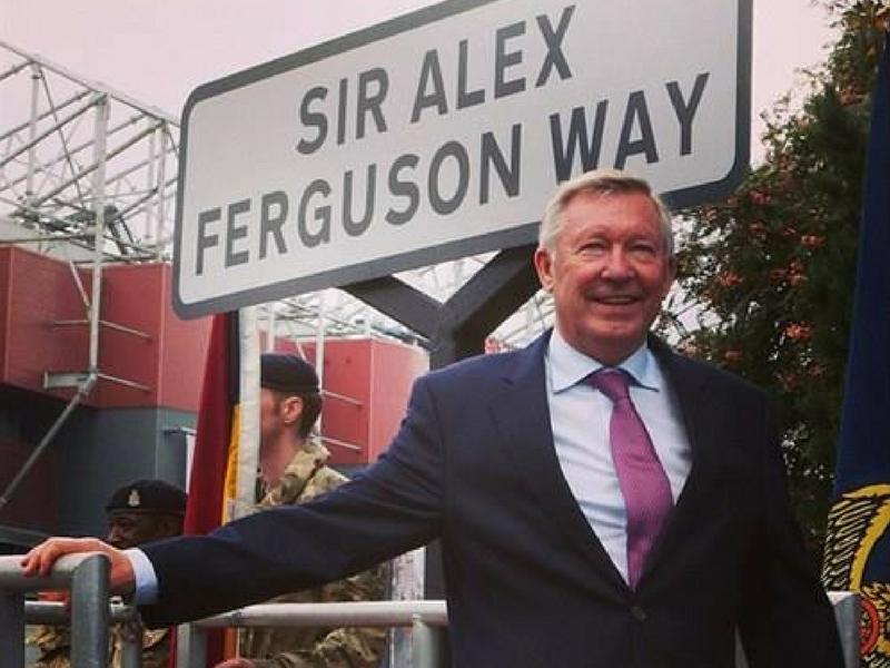 Sir Alex Ferguson sentiasa menyesuaikan dirinya dengan peredaran zaman.